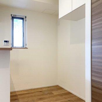 【LDK】冷蔵庫や食器棚を置くことができます。