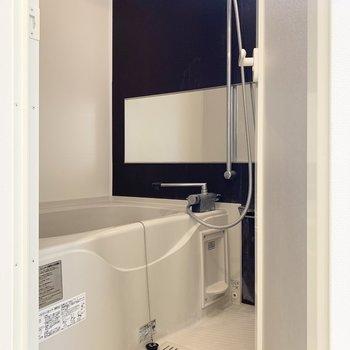 バスルームは浴室乾燥機付き。雨の日が続いても安心です。