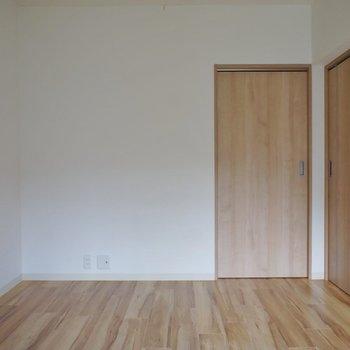 シンプルな洋室1!※写真は同タイプの別室。