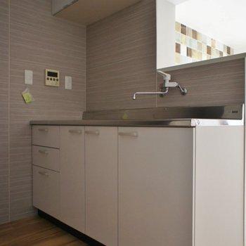 キッチンもピカピカ!※写真は同タイプの別室。