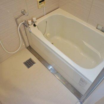 お風呂も綺麗に変身~!※写真は同タイプの別室。