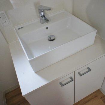 洗面台も可愛いっ!!※写真は同タイプの別室。