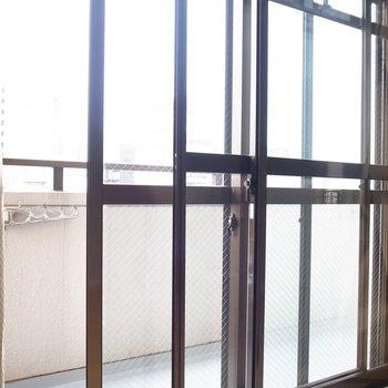 ベランダとLDKの出窓は二重サッシなんです!防音対策ですね。