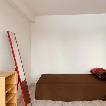 ベッドを置いてもスペース充分