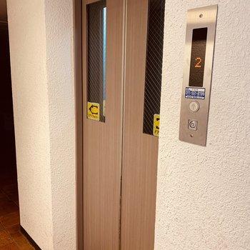 エレバーターは2階から使用できます