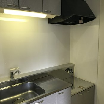 シンプルなキッチン。冷蔵庫を置くスペースもあります。