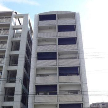 8階建のマンション!大通り沿いで安心!