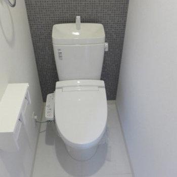 トイレは嬉しいウォシュレット付き。(※写真は7階同間取り別部屋のものです)