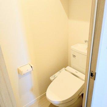 トイレももちろんウォシュレット付き!(※写真は8階反転間取り別部屋のものです)