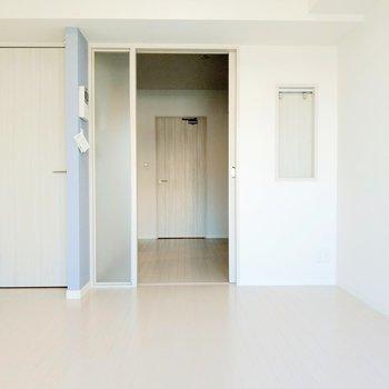それでは、キッチン空間へ…!しっかり広さありますね。(※写真は8階反転間取り別部屋のものです)