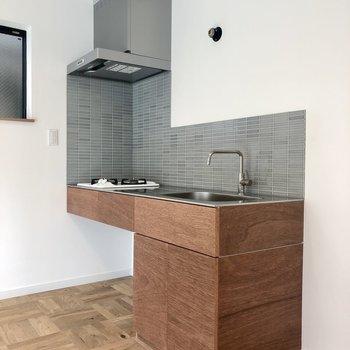 木製のキッチン、初めて見た〜!