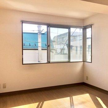 腰高窓なので、家具の配置もしやすそう。※写真は前回募集時のものです