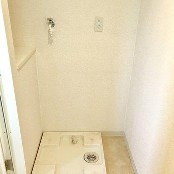 脱衣所に洗濯機を置けます。(※写真は14階の同間取り別部屋、清掃前のものです)