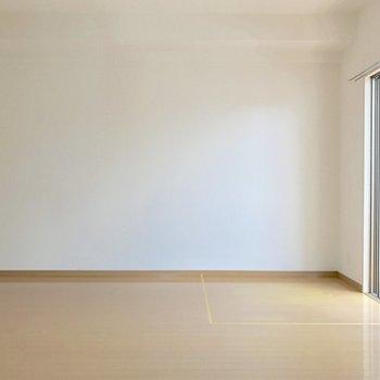 壁寄せで家具を置きやすいね。(※写真は14階の同間取り別部屋、清掃前のものです)