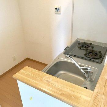 冷蔵庫は後ろに置けます。(※写真は14階の同間取り別部屋、清掃前のものです)