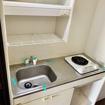 食器は洗ってそのまま上へ。(※写真は清掃前のものです)