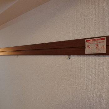ピクチャーレール。写真などを飾れますね。※写真は2階の同間取り別部屋のものです