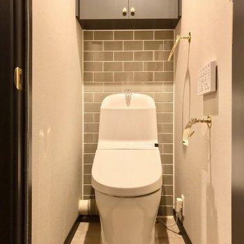 トイレにもゴールドの小物使い。これは、綺麗を保ち保ちたくなりますね。