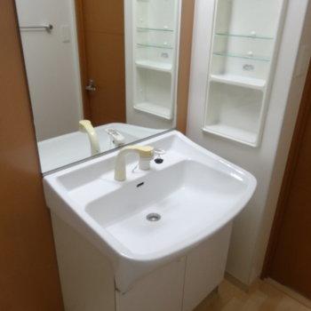 大きな洗面台は使いやすさも◎(※写真は2階の反転間取り別部屋のものです)