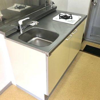 左側のスペースには冷蔵庫が置けますよ。
