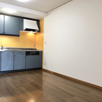 【DK】幅のある食器棚を置くこともできます
