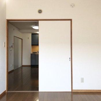【洋室】キッチンがチラリ