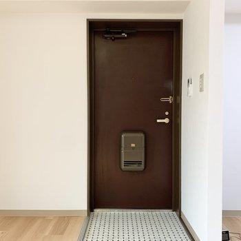 玄関前にはシューズボックスを置こう。