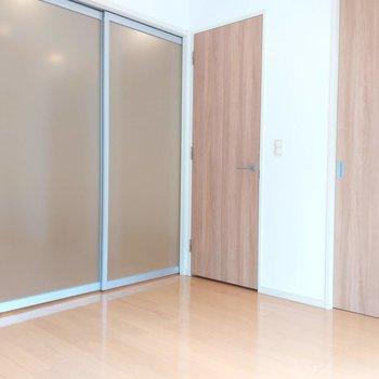 【寝室】納戸とウォークインクローゼットがありますよ。※写真は前回掲載時のものです
