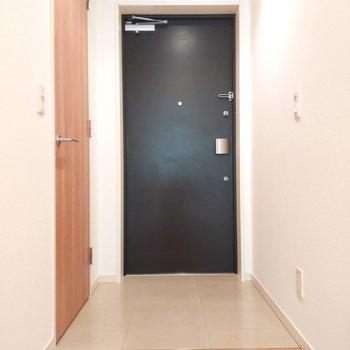 玄関もゆったりスペース。※写真は前回掲載時のものです