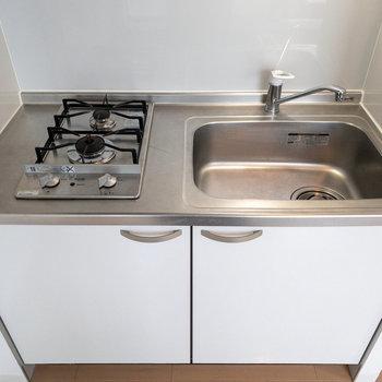 【LDK】調理スペースは狭めなのでシンクボードがあると便利ですね。