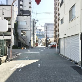 お部屋の前の道路からは京セラドームがチラッと。