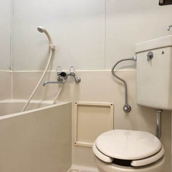 シャワーカーテンで水跳ね防止をしたいですね。