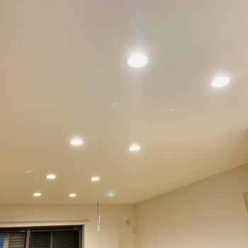 ダウンライトの照明が更に空間をおしゃれに演出。