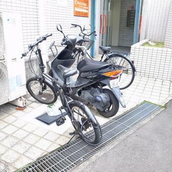 【共用部】自転車は入り口へ。