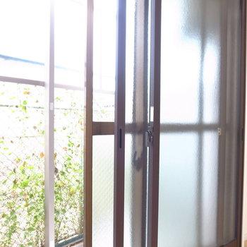 窓はすべて二重サッシ仕様です!防音対策ですね。