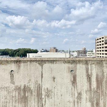 高めの塀で外からの視線も気にならず。