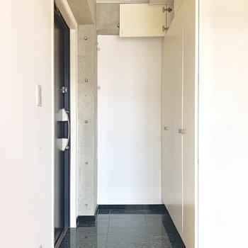 玄関スペース。段差は小さめです。