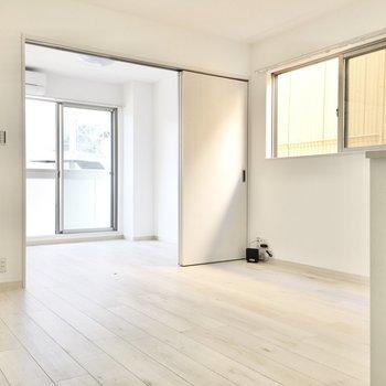 2面採光で風通しもいいですよ。※写真は2階同間取り・別部屋のものです