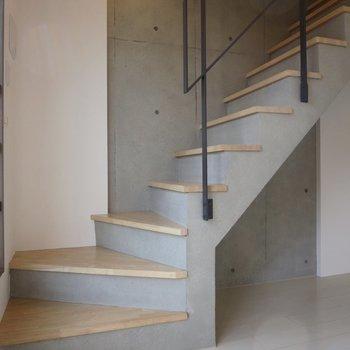では、上の階へ行きましょう※写真は前回募集時のものです