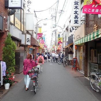 【おまけ】賑わいのある駅前の商店街。
