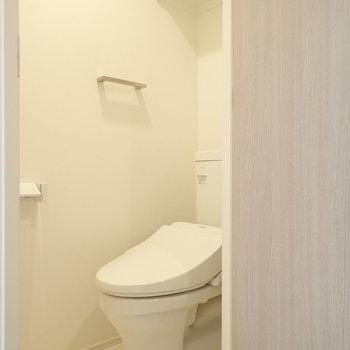 トイレは清潔感ある白で統一。※写真は前回募集時のものです