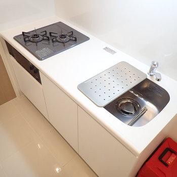 便利な水切りトレーは、調理スペースとしても代用できます。※写真は前回募集時のものです