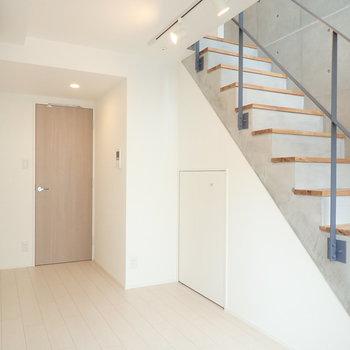 階段の上は広々とした洋室につながります。※写真は前回募集時のものです