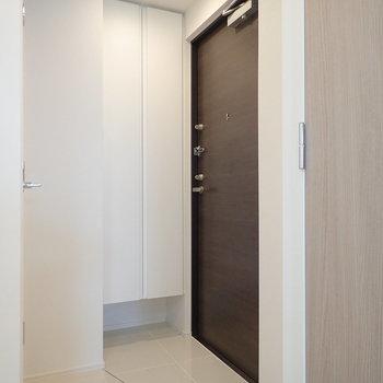 玄関はフラットなタイプです。※写真は前回募集時のものです