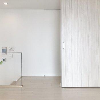 【Bedroom】スライド式の仕切りでしっかり空間を分けられますね。