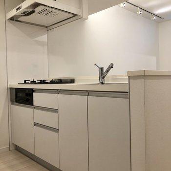 【LDK】キッチンも空間に馴染んでますね。