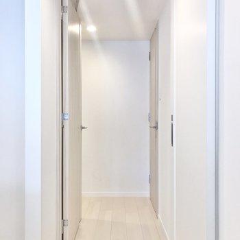 廊下周りを見ていきましょう