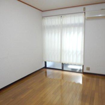 【洋室6帖】※カーテンは残置物となります