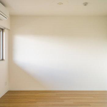 ここにも窓があって明るい♪(※写真は5階の反転間取り別部屋のものです)