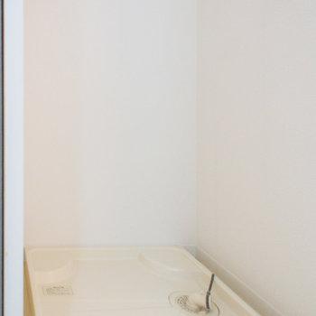 脱衣所には洗濯機置き場(※写真は5階の反転間取り別部屋のものです)
